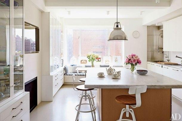 item2.rendition.slideshowHorizontal.isaac-mizrahi-manhattan-apartment-04-kitchen