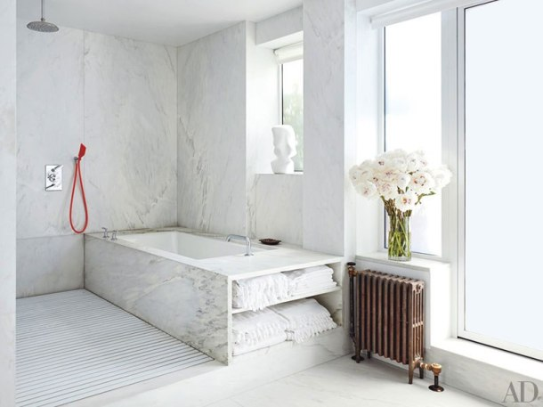 item6.rendition.slideshowVertical.isaac-mizrahi-manhattan-apartment-11-master-bath